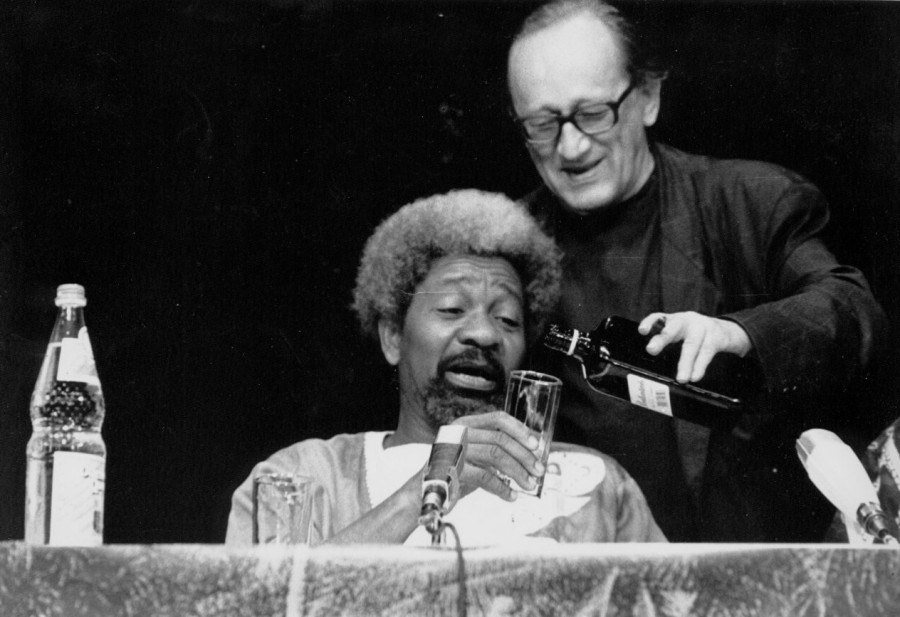 1990: Wole Soyinka and Heiner Müller | 'A voyage around': Whisky at the House of World Cultures | Copyright: House of World Cultures / Lutz Deppe (www.lutzdeppe.com)