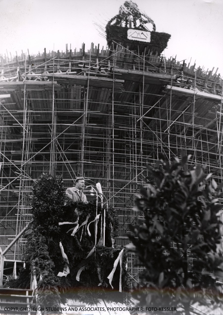 May 1957 | Werner Düttman at the topping-out ceremony (Richtfest) | © Hugh Stubbins and Associates, Photo: Foto-Kessler