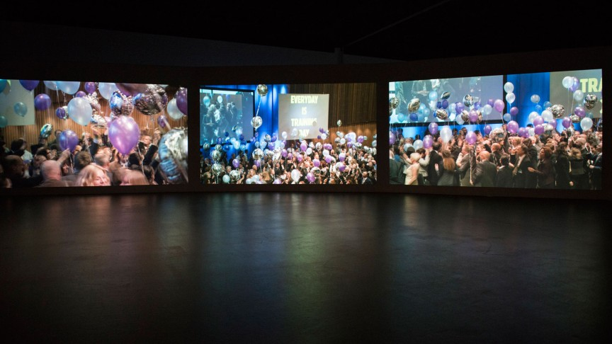 Global Prayers | Video installation SPEAKING IN TONGUES, Aernout Mik | Photo: Marcus Lieberenz