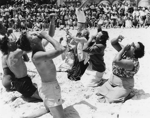 American golfers doing Hokey Pokey on the sandy beach, Coolangatta, Gold Coast, 1953 | Photo: State Library of Queensland