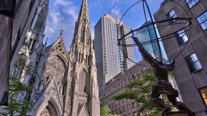 Fassade der St. Patrick's Cathedral und Atlas-Statue | Jean-Christophe Benoist, Creative Commons