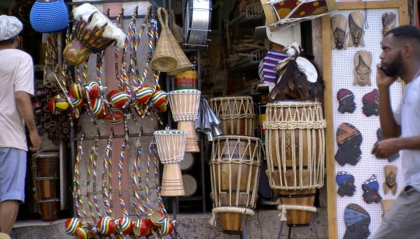 Angolan Instruments for Sale, Salvador da Bahia, 2018 | © Photo: Satch Hoyt, Courtesy of the artist