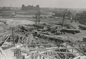Congress Hall under construction with view of the Reichstag ruins in the background, Mar 5, 1957 | Akademie der Künste, Berlin, Werner-Düttmann-Archiv, No. 10 F. 6/3 | Photo: Leon Müller